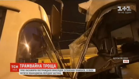 В Киеве лоб в лоб столкнулись трамваи, есть пострадавшие