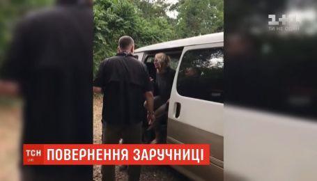 Американку, яку викрали в Уганді, повернули додому