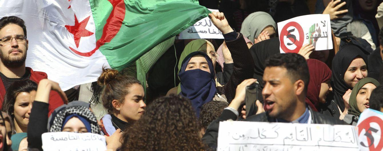 Алжирская оппозиция протестует против временного президента