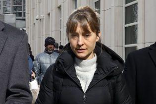 """Звезда """"Тайн Смолвиля"""" Эллисон Мэк призналась в вербовке женщин в секс-рабство"""