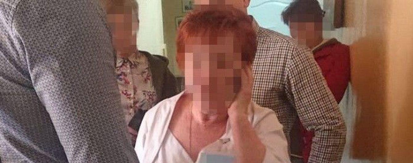 Соцпомощь за деньги: во Львове детский врач требовала взятки у родителей детей с инвалидностью