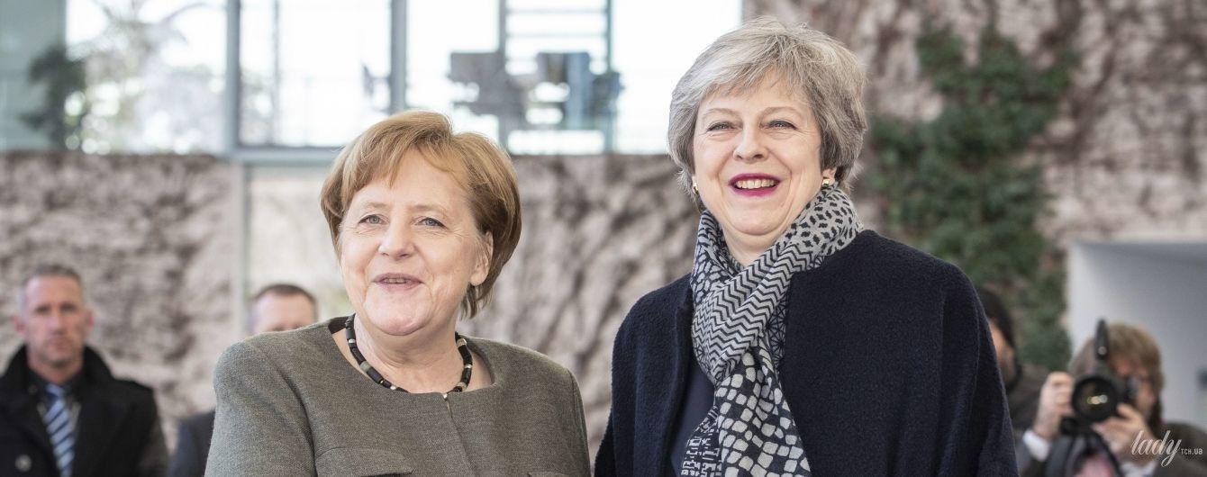В костюме и с розовой помадой: Тереза Мэй приехала в Берлин