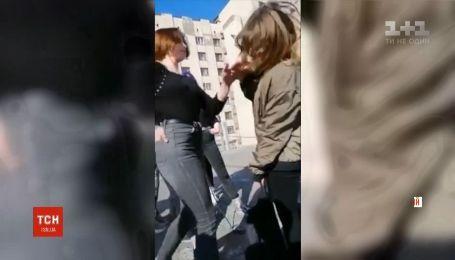 В Хмельницком компания школьниц избила сверстницу