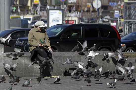 Скільки українців роздумують про те, аби виїхати працювати за кордон - опитування