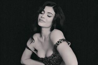 Как всегда, впечатляет: Кайли Дженнер похвасталась сексуальными формами в леопардовом платье