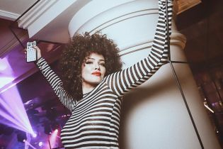 Со щечками и смуглая: Астафьева вспомнила, как 24-летней позировала обнаженной для Playboy