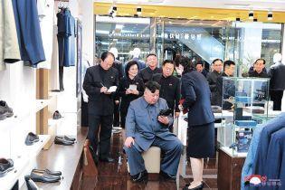 Ким Чен Ын на шопинге: Сеть делает смешные мемы про закупы лидера КНДР