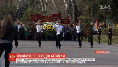 Около тысячи правоохранителей вышли на усиленное дежурство в Одессе