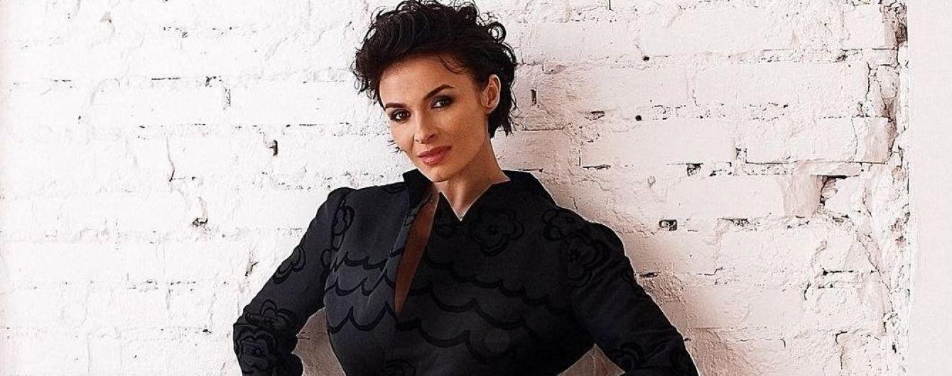 У сукні-пальті та на шпильках: Надя Мейхер показала весняний образ
