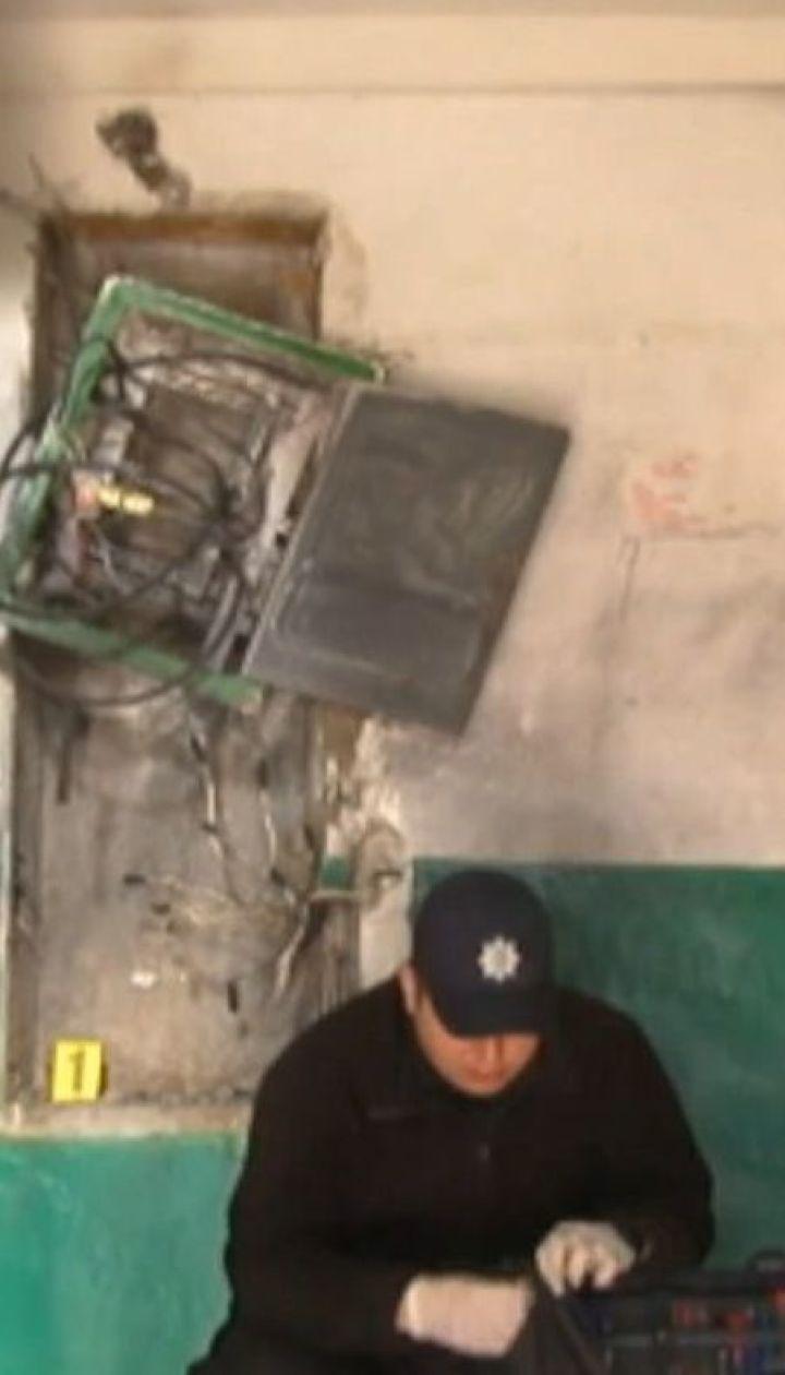 У Кропивницькому невідомі заклали у під'їзд багатоповерхівки вибухівку