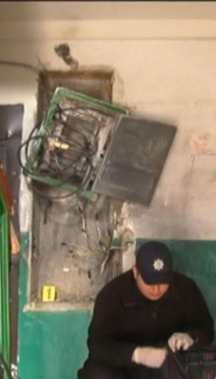 В Кропивницком неизвестные заложили в подъезд многоэтажки взрывчатку