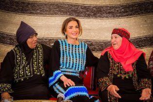 У красивому національному вбранні: королева Ранія відвідала відкриття культурного центру