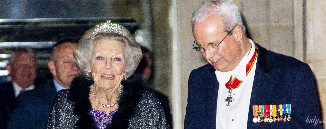 В вечернем платье и с тиарой: принцесса Беатрикс на дипломатическом приеме в королевском дворце