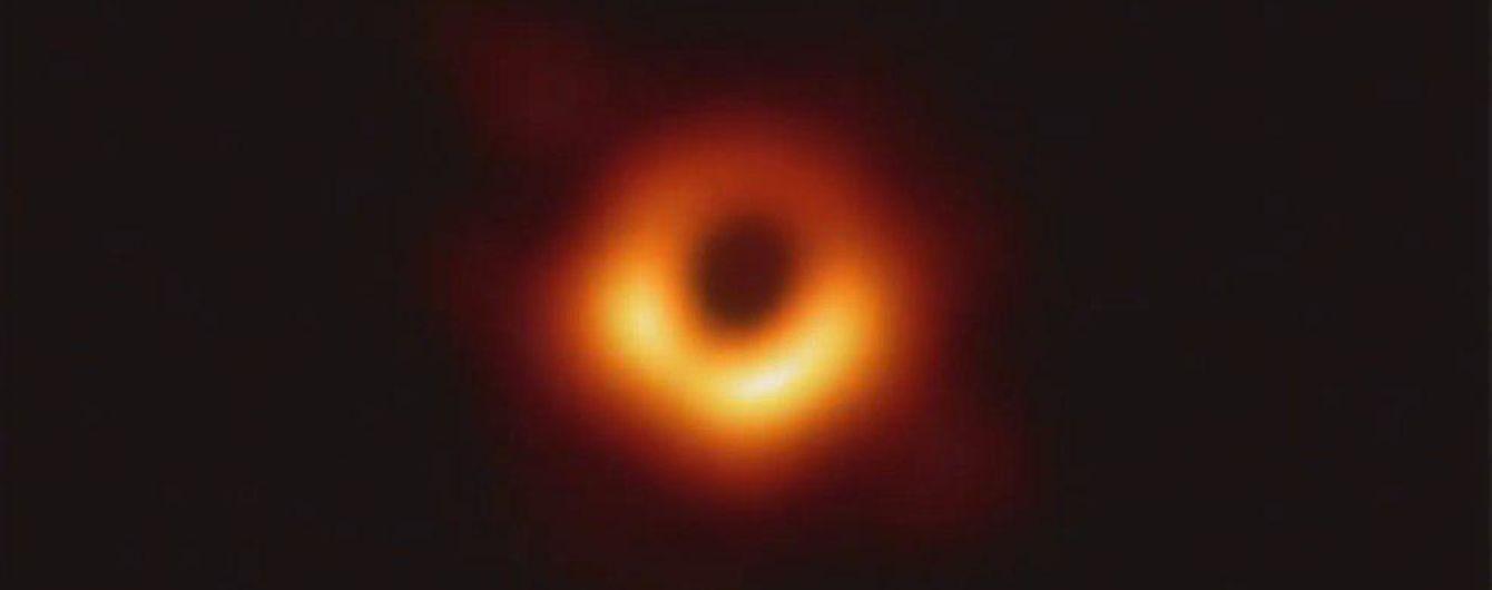 Исторический для науки день. Ученые впервые показали фото загадочной черной дыры