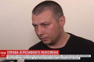 """Избиение под крик """"ложись, Бандера"""": суд перенесли из-за адвоката подозреваемого полицейского"""