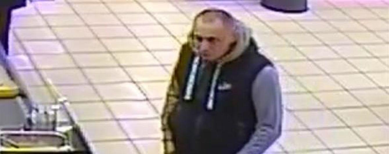 Смертельная драка в супермаркете: полиция обнародовала фото и попросила помочь найти подозреваемого