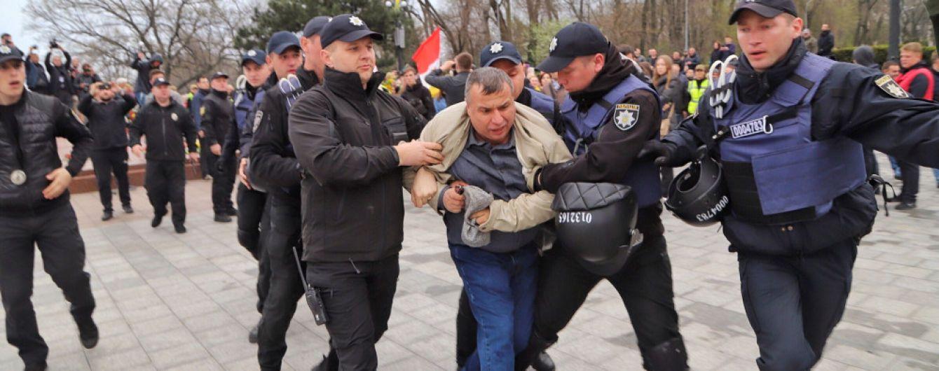 """В Одесі за """"георгіївську стрічку"""" затримали учасника акції до 75-річчя звільнення міста"""