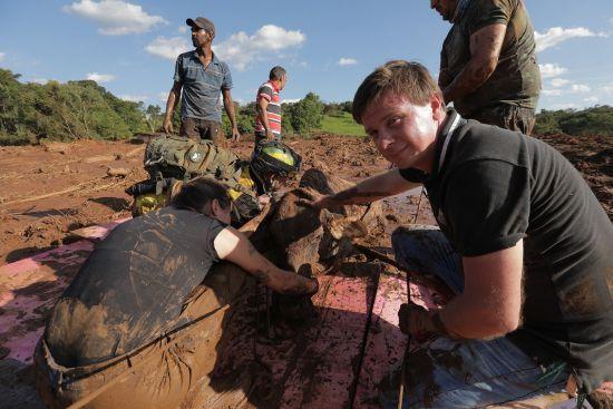 Дмитро Комаров покаже унікальні кадри перших днів після прориву греблі у Бразилії