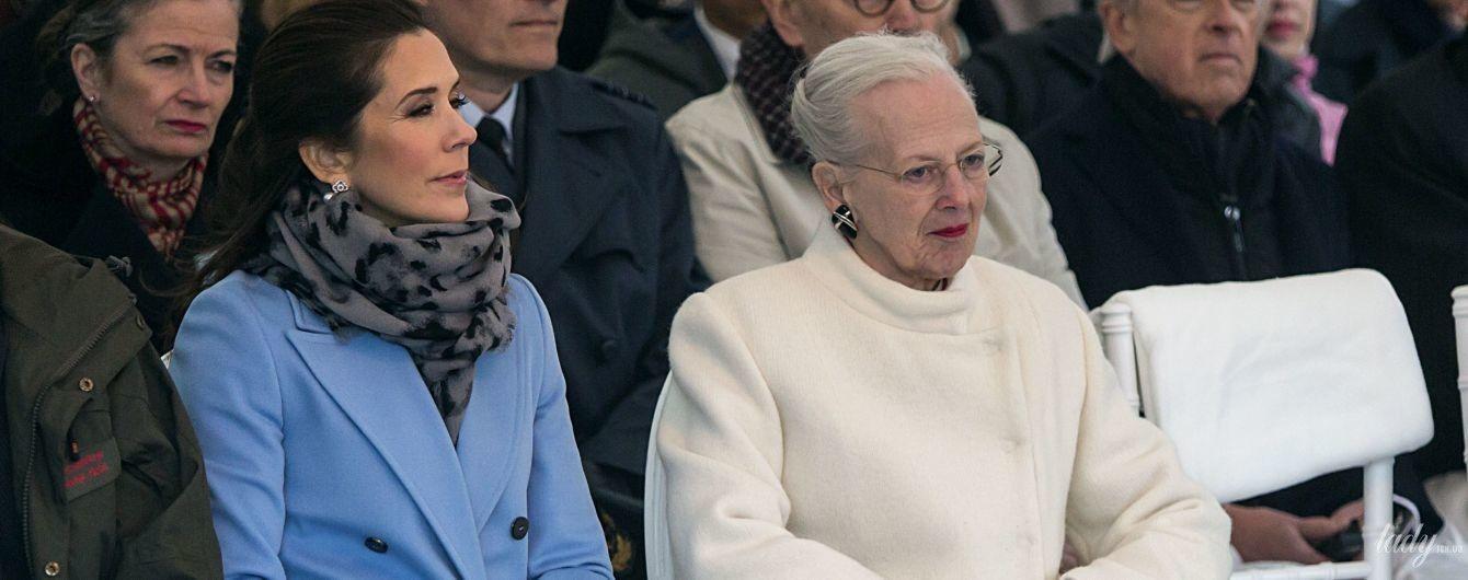 Стильные королева Маргрете II и кронпринцесса Мэри посетили копенгагенский зоопарк