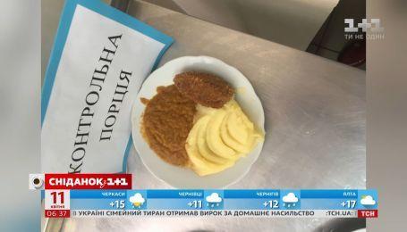 В одній зі столичних шкіл батьки не можуть відстояти право на нормальне харчування своїх дітей