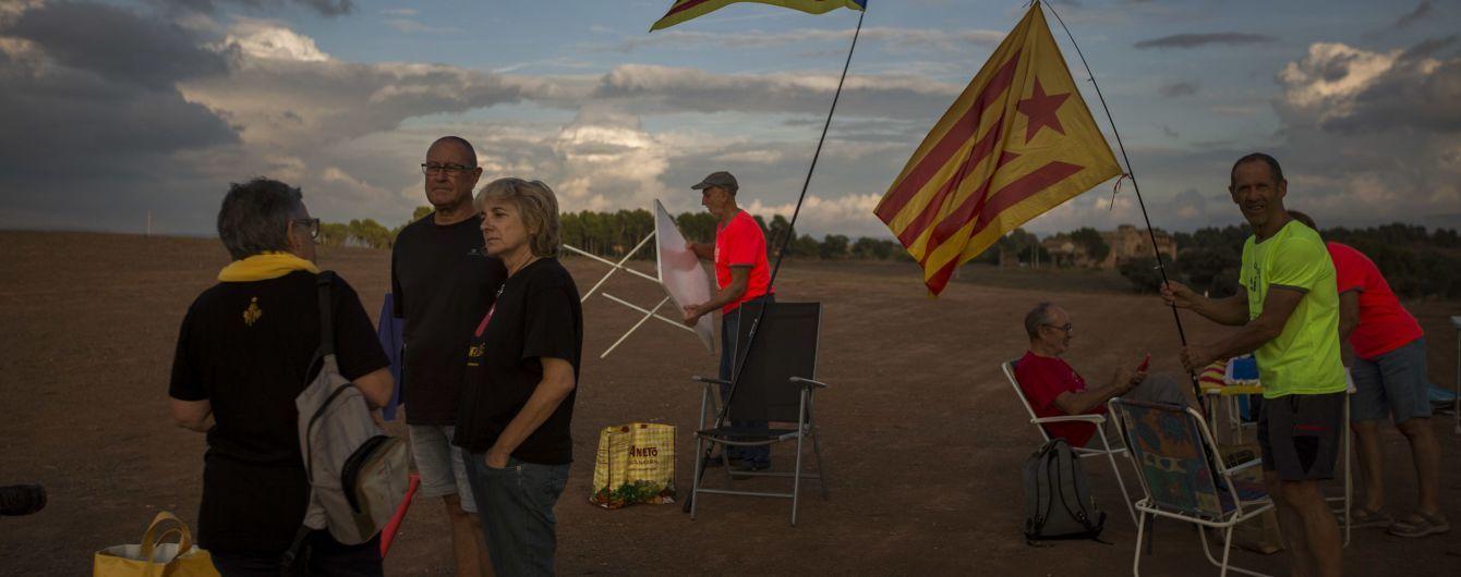 Испанское правительство запретило выносить домашние стулья из дома