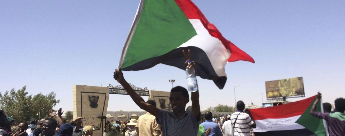Кінець 30-річної диктатури: у Судані стався військовий переворот – ЗМІ