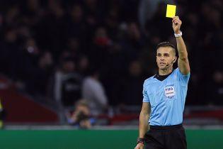 Новые футбольные правила: тренеров будут наказыапть желтыми и красными карточками