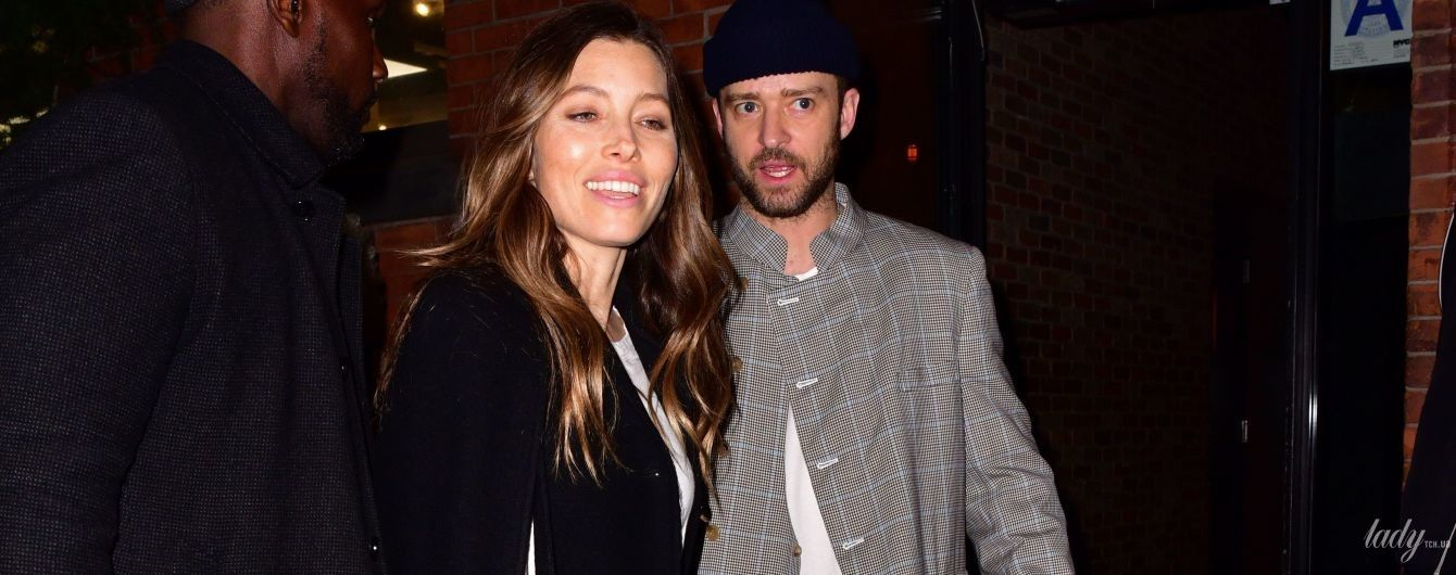 В скромному вбранні та з сумкою Kelly: Джессіка Біл сходила на побачення з чоловіком
