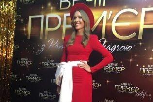 В красной шляпе и платье с высоким разрезом: эффектная Катя Осадчая собрала на концерте звездных гостей