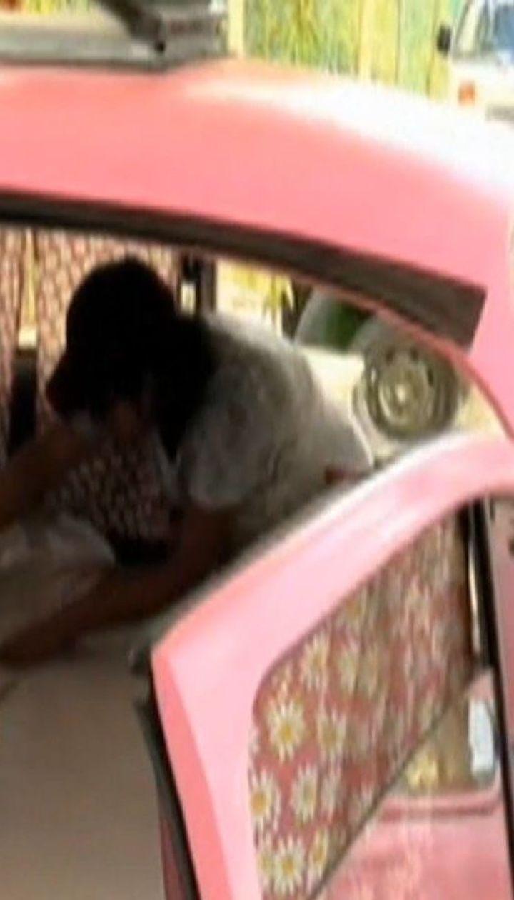 Отель с бывших в употреблении автомобилей и самолетов обустраивает мексиканец