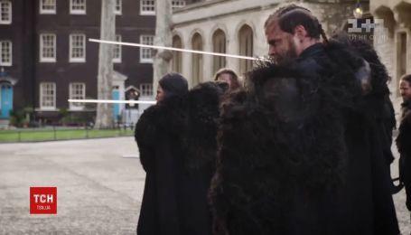 """Герои """"Игры престолов"""" ожили возле Тауэра в Лондоне и устроили удивительное шоу"""