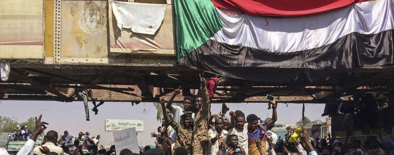 Один из лидеров военного переворота в Судане отрекся от власти