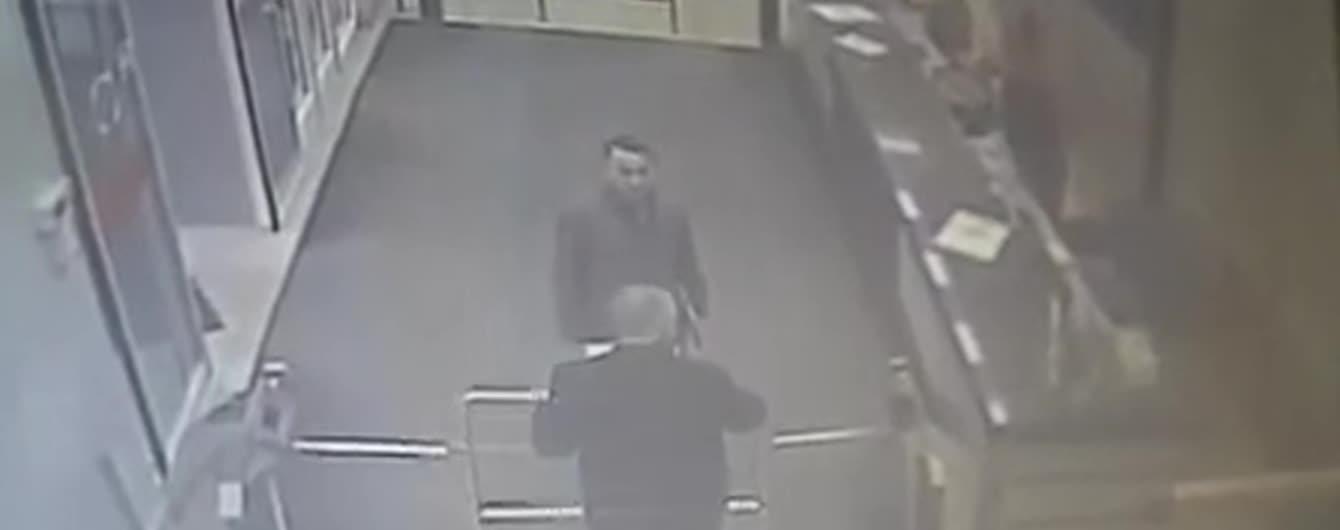 """СМИ обнародовали видео """"побега"""" экс-""""кварталовца"""" Манжосова с собственной пресс-конференции"""