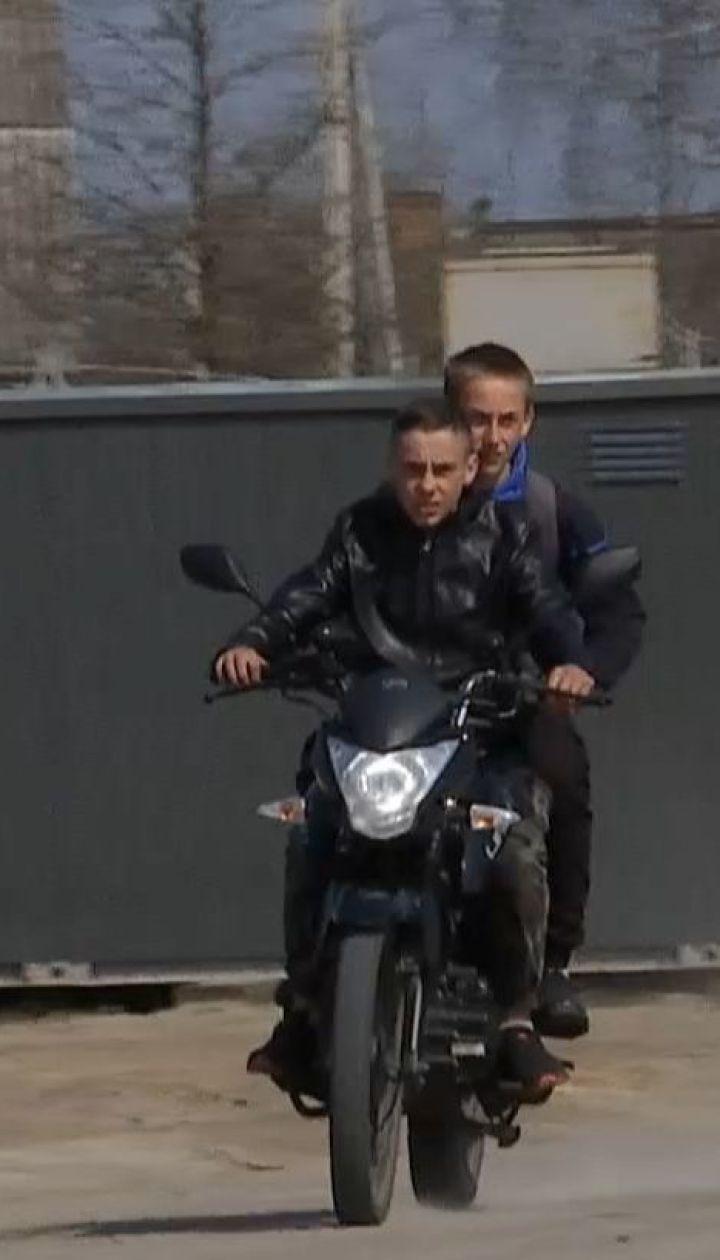 Двое братьев 11 и 13 лет на мотоцикле влетели в машину