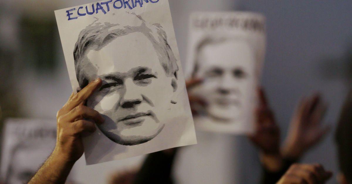 Від героя до вигнанця. Як і чому засновник Wikileaks опинився під арештом після семи років притулку в посольстві