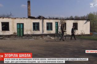 На Житомирщине дети будут учиться в сельсовете, потому что сгорела школа. Крестьяне заявляют об умышленном поджоге