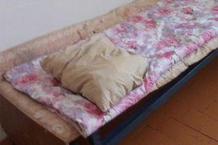 У Росії лікарі замкнули пацієнта, який помирав, вважаючи його занадто буйним