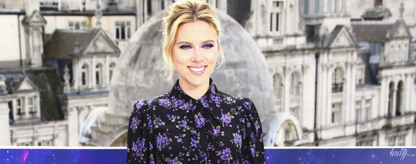 В цветочном платье и с ярким макияжем: красивая Скарлетт Йоханссон на фотоколле в Лондоне
