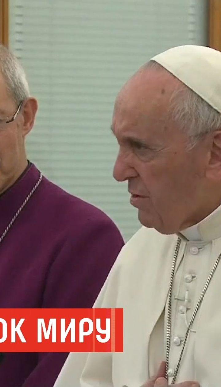 Папа Римский поцеловал ноги лидерам Южного Судана, призывая прекратить войну