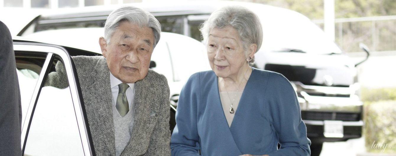 Теперь в брюках: императрица Японии Митико с мужем посетила парк в Иокогаме