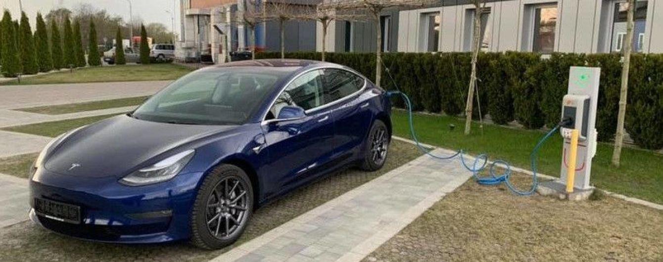 Українець офіційно придбав першу європейську Tesla Model 3