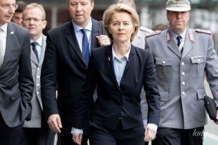 В рубашке любимого цвета и с нежным макияжем: деловой аутфит министра обороны Германии
