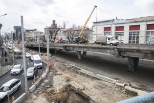 Строительство моста на Шулявке оказалось под угрозой. Известна причина