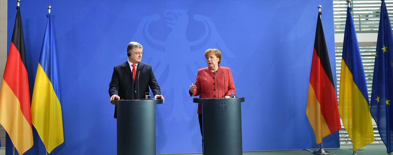 Порошенко обсудил с Меркель давление на РФ и освобождения украинских моряков