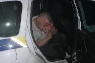 На Донетчине пьяный водитель с ребенком в машине сбил патрульного и сотню метров провез его на капоте