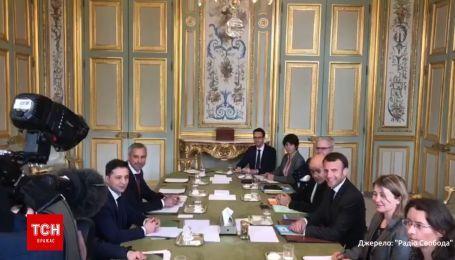 Зеленский и Макрон проводят встречу в Париже