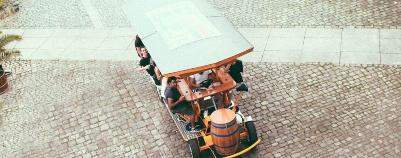 В Праге запретят экскурсии на пивных велосипедах