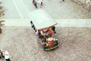 У Празі заборонять екскурсії на пивних велосипедах