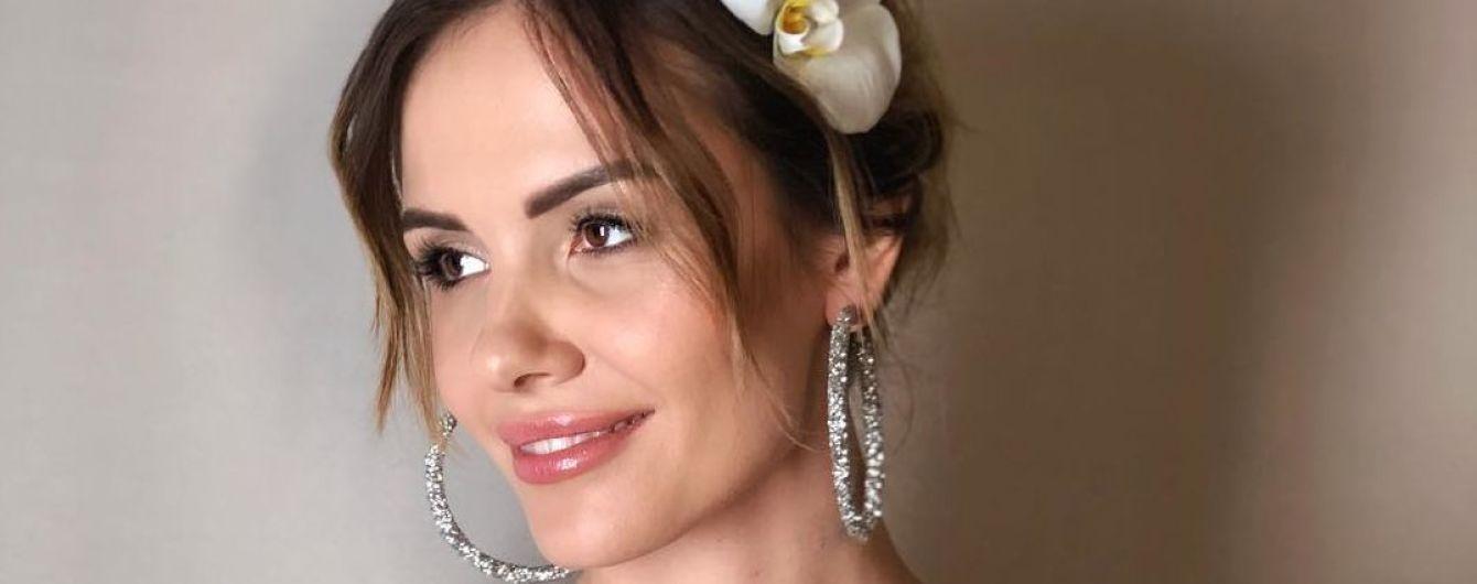 MamaRika заинтриговала фанатов снимками в свадебном платье