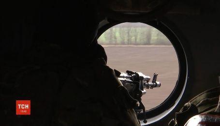 Українські захисники відповідають вогнем на стрілянину окупантів